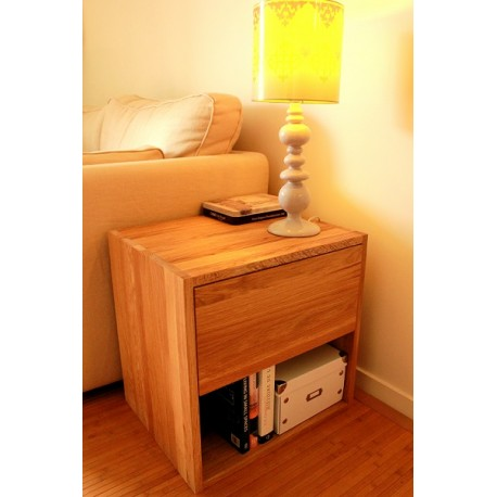 Bout de canapé - cube avec tiroir en bois de chêne massif huilé.
