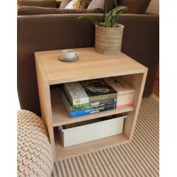 Cube de rangement avec étagère en bois de chêne massif blanchi.