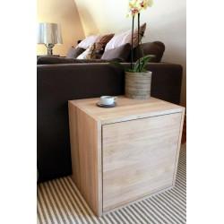 Meuble cube de rangement en chêne massif blanchi avec étagère et porte. L50/H50/P40 cm.